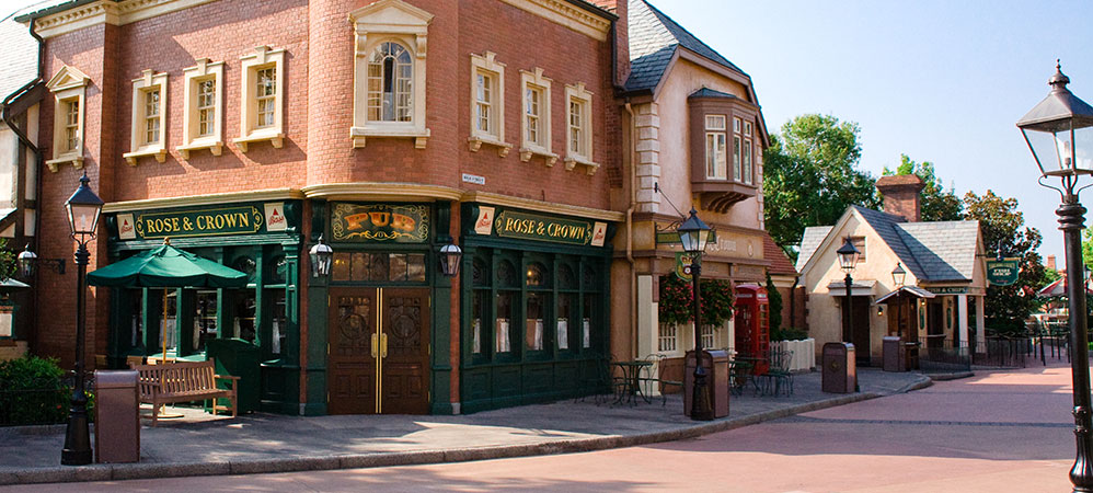 rose & crown pub & dining room | running at disney