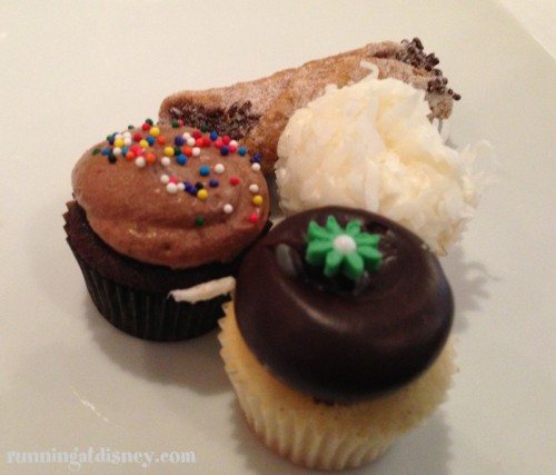 Mini-Cupcakes and Cannolis