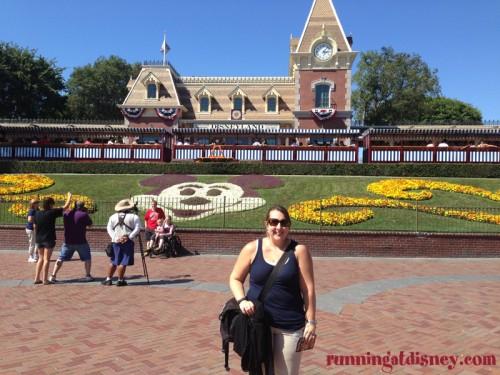 Disneyland-Entrance-Sarah-2013