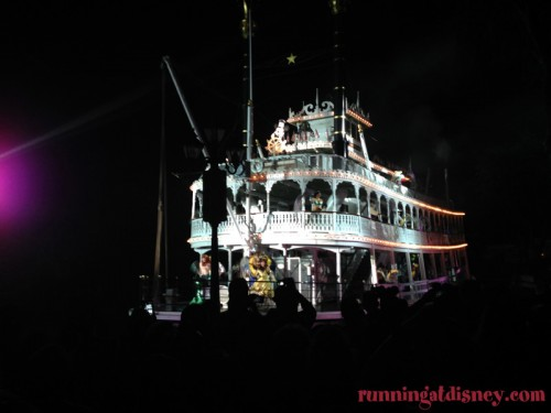 Disneyland-Love-Fantasmic-Riverboat