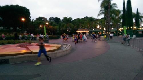 2014-Disneyland-10K-Spectating-Jenna-bladerunner