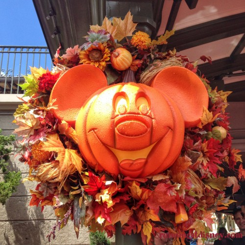 2014-Magic-Kingdom-Fall-Decorations-2