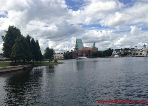 Disney-Friendship-Boat-Crescent-Lake-1