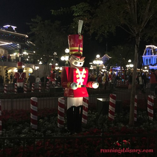 Mickeys-Very-Merry-Christmas-Party-16