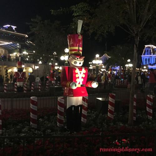 Mickeys-Very-Merry-Christmas-Party-16