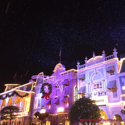 Mickeys-Very-Merry-Christmas-Party-17