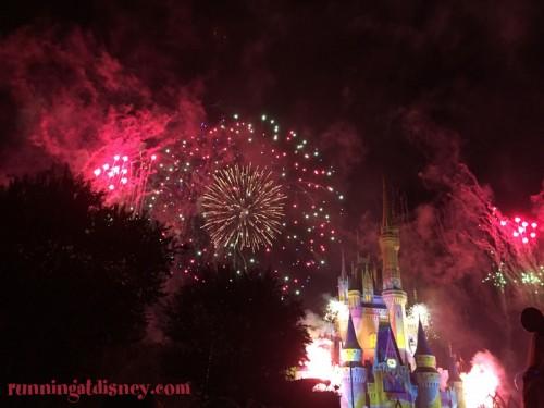 Mickeys-Very-Merry-Christmas-Party-Fireworks-1