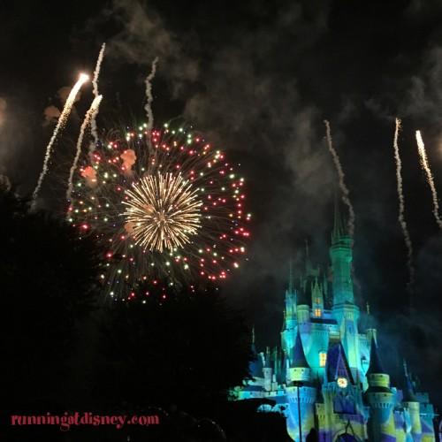 Mickeys-Very-Merry-Christmas-Party-Fireworks-2